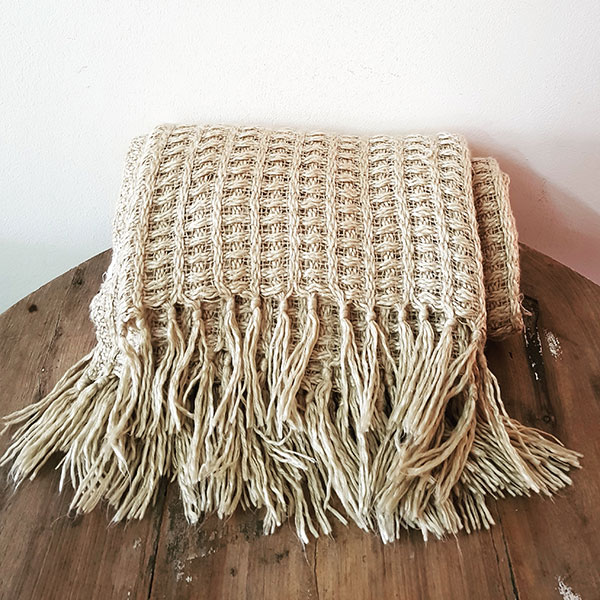 Wool Tassle throw blanket - <p style='text-align: center;'>R 50</p>