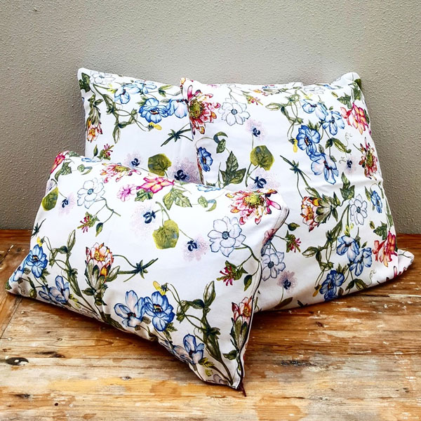 Scatter Pillows - Floral - <p style='text-align: center;'>Medium - R 40<br />
