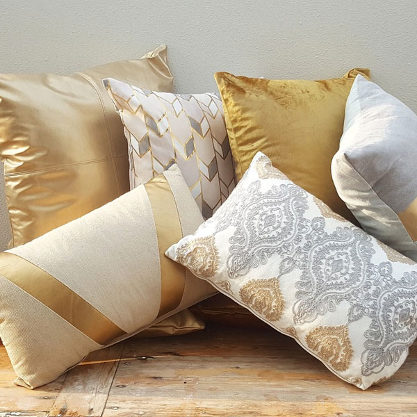 Scatter Pillows - Gold - <p style='text-align: center;'>Medium - R 40<br />